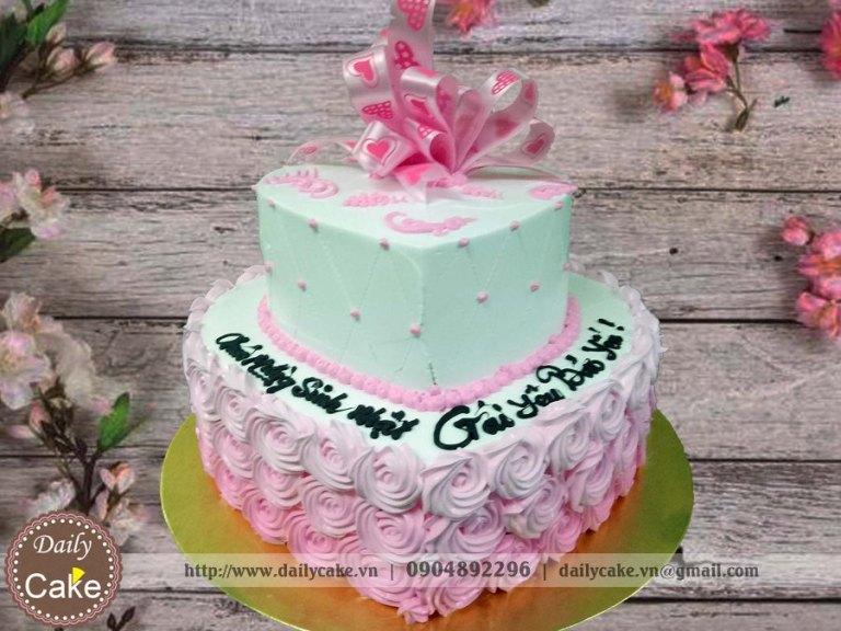 Bánh hai tầng hình tim sinh nhật bạn gái