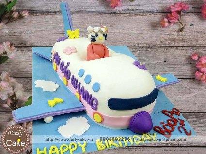 Bánh fondant tạo hình hello kitty lái máy bay cực cute