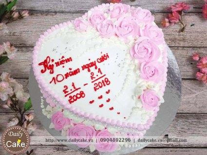 Bánh kem hình tim kỷ niệm 10 năm ngày cưới