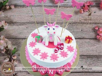 Bánh sinh nhật fondant hình con dê cho bé gái 001