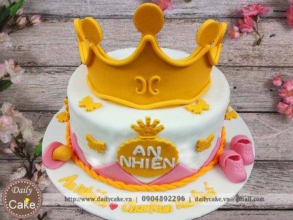 Bánh sinh nhật fondant tạo hình vương miện