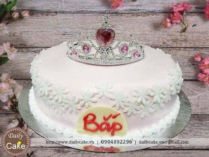 Bánh sinh nhật fondant vương miện cho bé gái