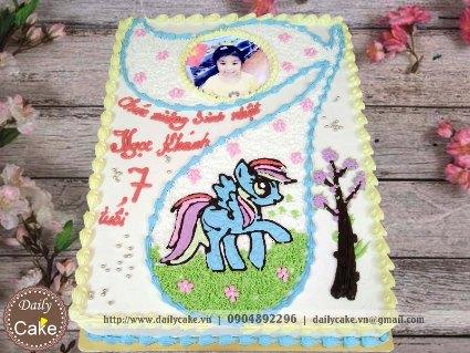 Bánh sinh nhật in ảnh bé gái 7 tuổi